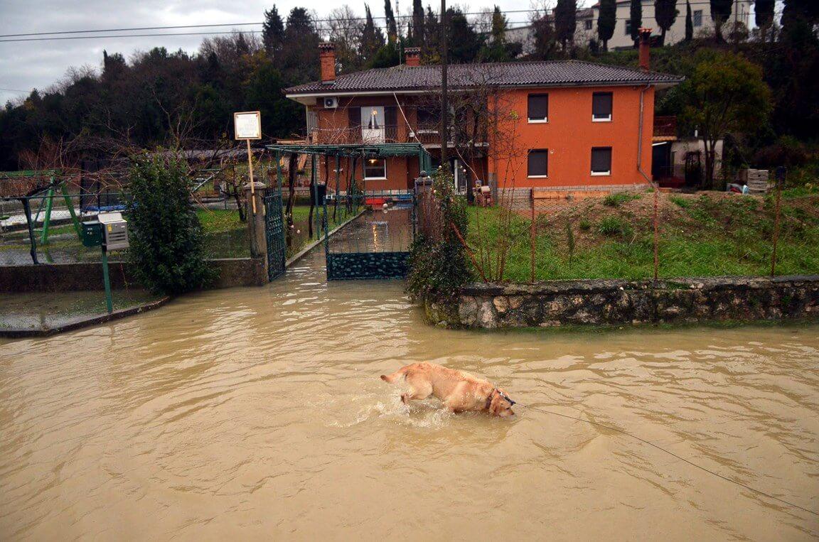 Poplava u Plovaniji (Foto: foto: Mateo Sardelin/Glas Istre)
