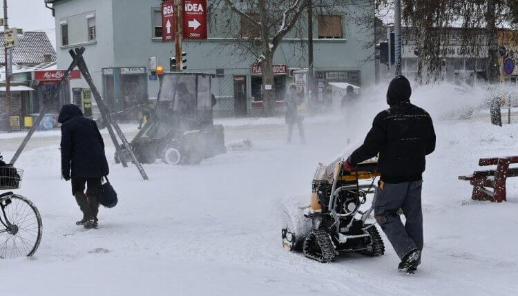 Čišćenje ulica od snega u Temerinu (2) - 27. februar