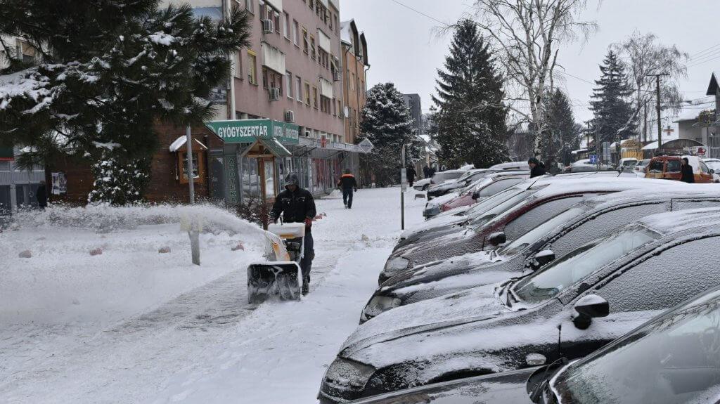 Čišćenje ulica od snega u Temerinu - 27. februar