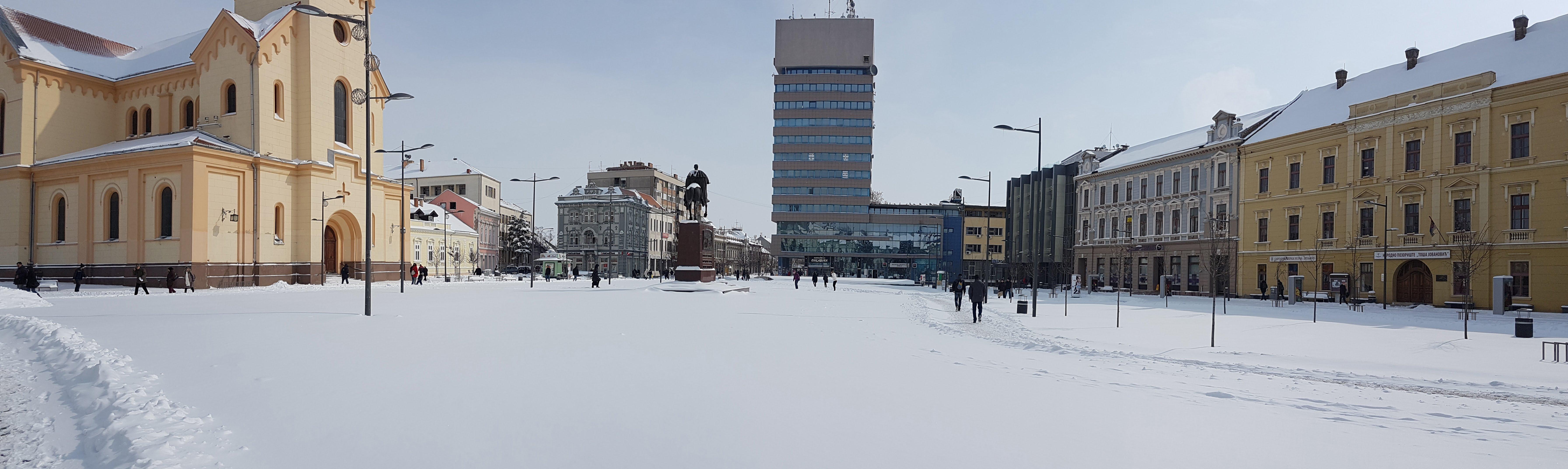 Panorama zavejanog trga Zrenjanin - 27. februar