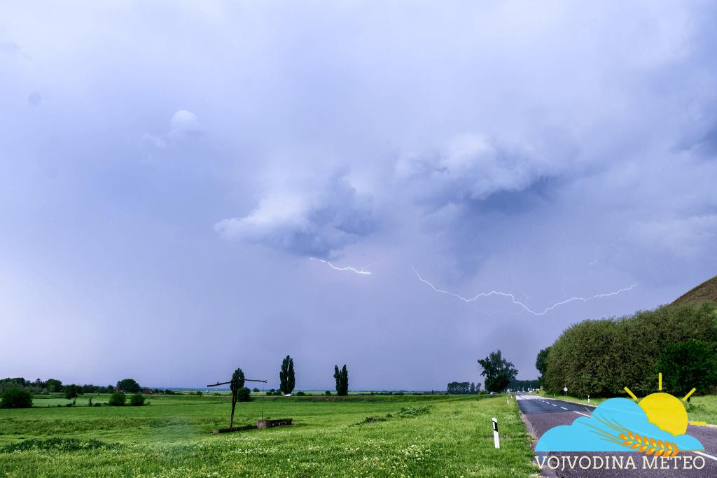 Lov na oluje 5. maj 2018 - munja kod Titelskog brega