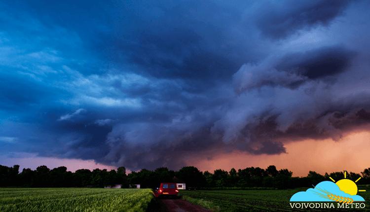 Wall cloud u vreme zalaska sunca 21. maj okolina Bečeja (Foto: Matija Uglješin)