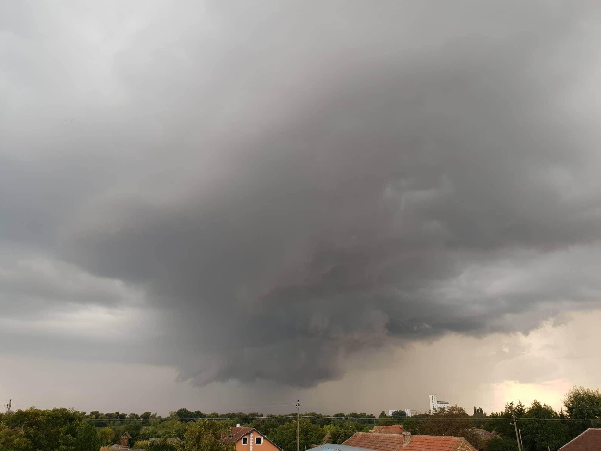 Olujni oblaci Srpski Itebej