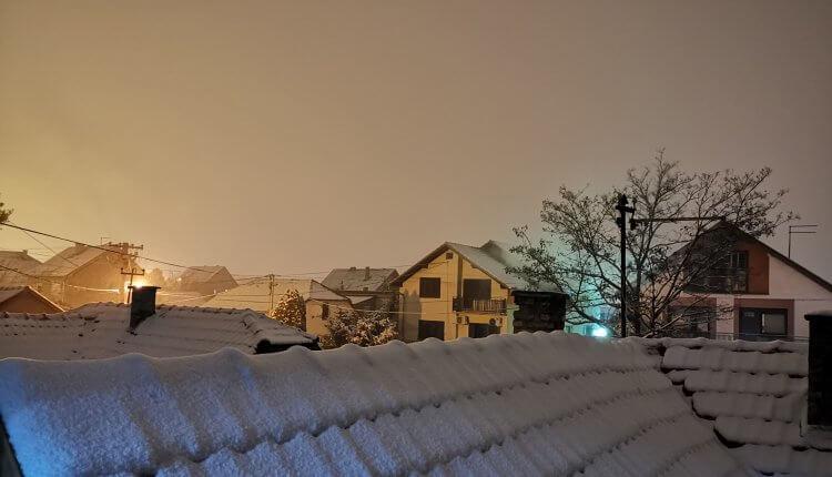 Krovovi u Inđiji pod snegom