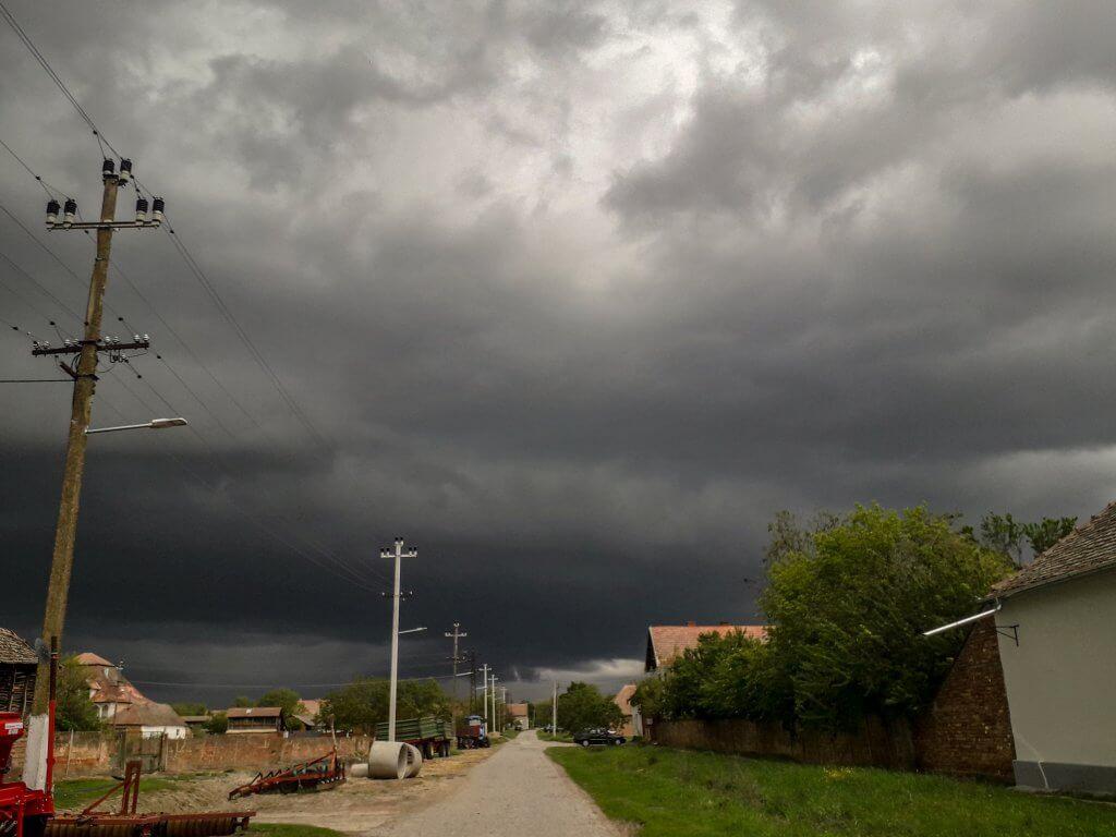 Oblačne formacije u Boki (Foto: Vesna Vasić)
