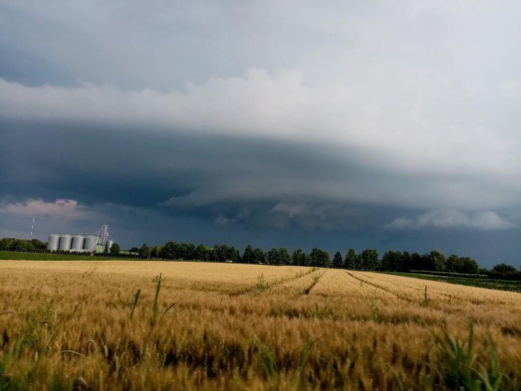 Niske baze oblaka danas kod Kovačice (Foto: Maja Lenhart)